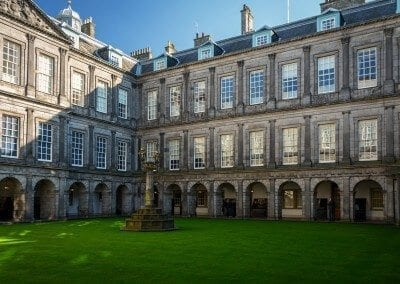 Edinburgh holyrood-palace-1021614_1920 by walkerssk via pixabay - public domain
