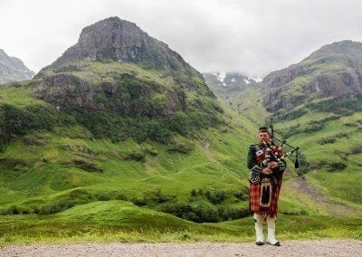 Scottish_Bagpiper_at_Glen_Coe,_Scotland_-_Diliff - wikipedia
