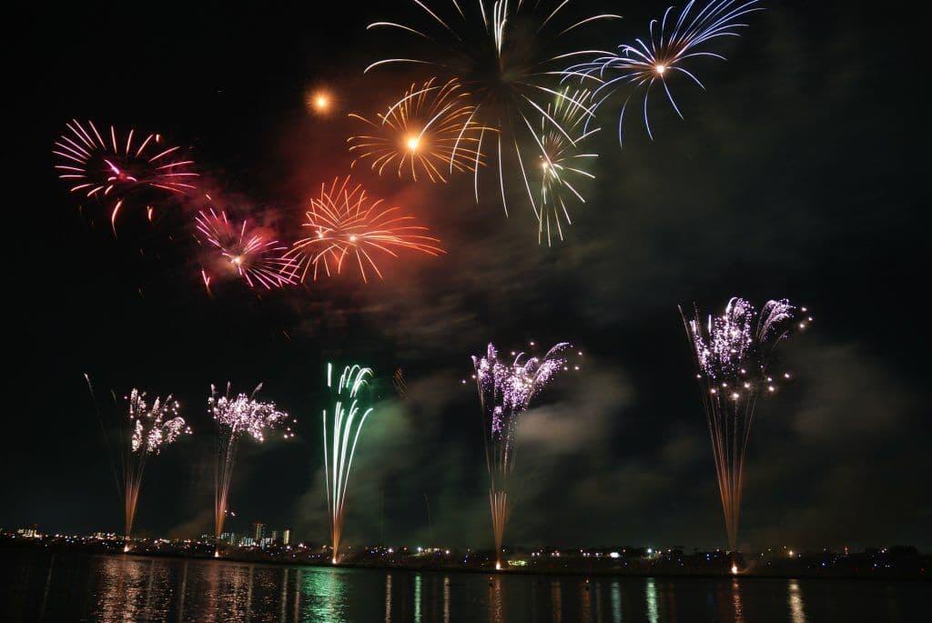 fireworks-74689_1920